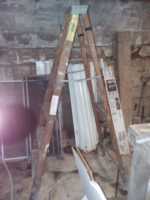 6 foot wooden ladder for Sale in Cleveland, OH