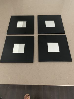 Small mirror wall decor for Sale in Houston, TX