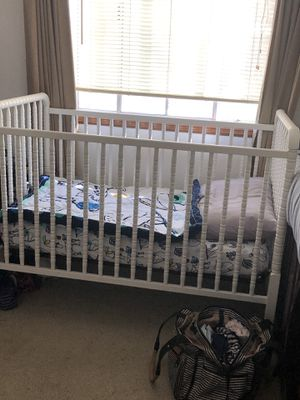 Crib, Mattress, and changing table for Sale in Moreno Valley, CA