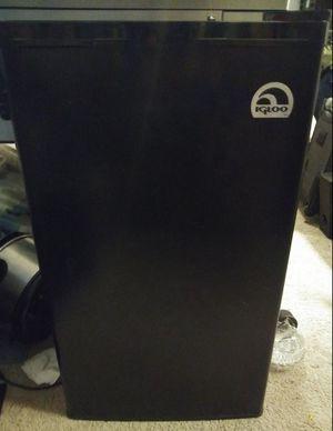 Igloo mini fridge for Sale in Orlando, FL