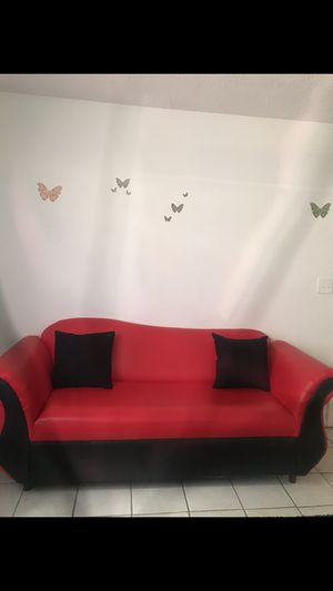 RED AND BLACK COUCH (2 PIECE SET) for Sale in Fort Lauderdale, FL
