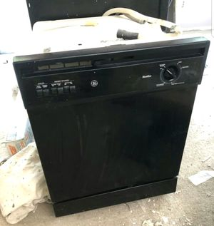 Great GE Black built-in front control dishwasher for Sale in Calverton, MD
