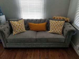 Macy's Tufted Couch - Like New for Sale in Los Angeles, CA