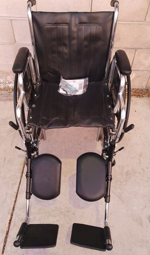 Medline premium quality wheelchair with extended legs reste for Sale in Las Vegas, NV