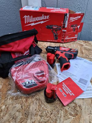 Milwaukee M12 12-Volt Lithium-Ion Cordless 3/8 in. Drill/Driver Kit with Two 1.5 Ah Batteries, Charger and Tool Bag for Sale in Snohomish, WA