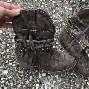 Never worn - Justice Fringe Boots - Girls size 3 for Sale in Plant City, FL