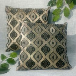"""New (set of 2) Pillows with Velvet Designs 16""""x16"""" *PICKUP ONLY* home decor, throw pillows, couch cushions, boho, farmhouse for Sale in Mesa,  AZ"""
