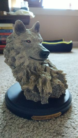 Wellington collection wolf statue for Sale in Greenville, SC