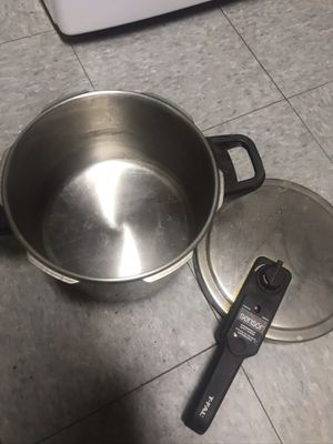 Deep Fryer Pot (Snap on Top) for Sale in Washington, DC