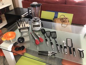Kitchenaid bundle: Blender, knifes set, accessories for Sale in Miami, FL
