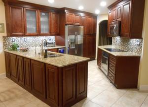 Kitchen Cabinets Miter Glaze Cherry for Sale in Orlando, FL