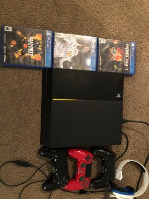 Ps4 and accesories for Sale in Houston, TX