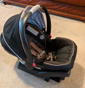 Baby car seat and base $35 OBO for Sale in Humble, TX