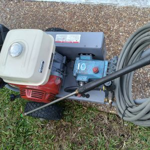 Commercial Pressure Washer Honda BELT DRIVE CAT PUMP 4000 PSI 4.0 GPM is In Good Condition Work Perfect Ready to make Big Job for Big money 💰 for Sale in Fort Lauderdale, FL