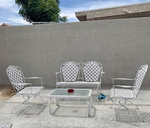 patio iron furniture 4 pieces for Sale in Las Vegas, NV
