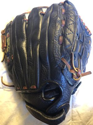 Wilson Softball Glove for Sale in Hacienda Heights, CA