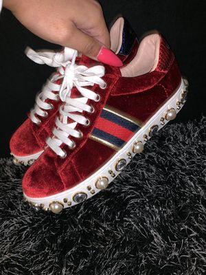 Women's Gucci sneakers size 37- for Sale in Atlanta, GA