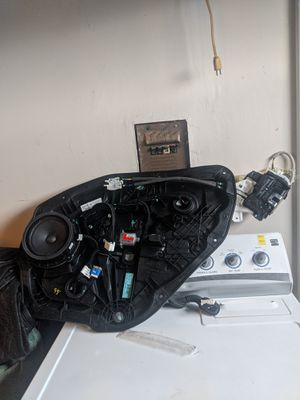 2015-2016 hyundai genesis sedan parts right rear door window regulator & panel with latch included for Sale in San Diego, CA