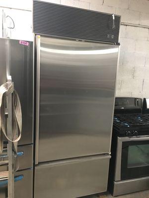 Bottom freezer build in refrugerator ZubZero 36 inch wide- 26inch depth for Sale in Rowland Heights, CA