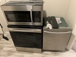 Stove, Microwave and Dishwasher for Sale in Grape Creek, TX