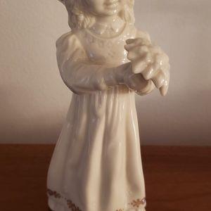 Lennox Little Girl Statue for Sale in Annandale, VA