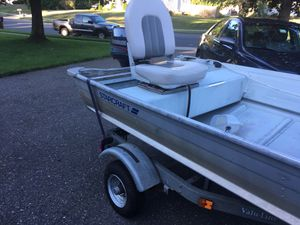 14ft aluminum boat and trailer for Sale in Enfield, CT