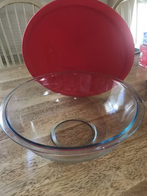 Pyrex 4qt. 3.8L glass mixing bowl for Sale in Goodyear, AZ