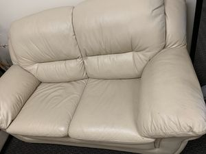 White Leather Couch in Perfect Condition for Sale in Rolling Hills Estates, CA