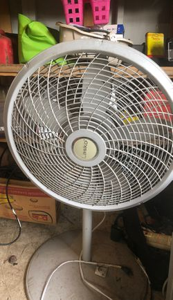 Lasko oscillating fan with stand for Sale in Vancouver,  WA