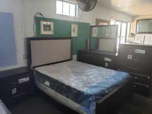 Brand new solid wood queen bedroom set with memory foam cooling gel mattress and box springs for Sale in Pensacola, FL