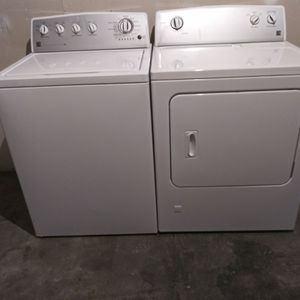 Like new Kenmore top load washer and GAS dryer for Sale in Houston, TX