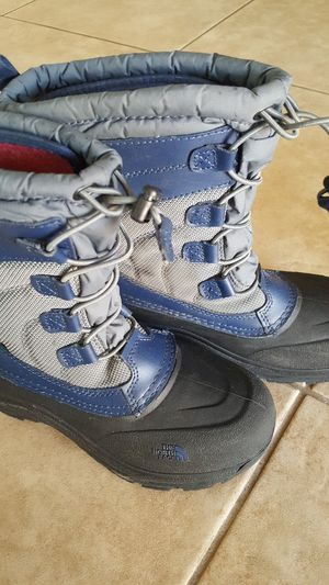 North Face kids snow boots size 4 for Sale in Phoenix, AZ