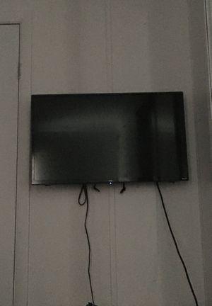 Selling a tv for Sale in Okeechobee, FL