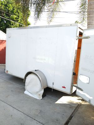 2015 LIKE NEW V NOSE ENCLOSED TRAILER CARGO 6X11X6 NICE AND CLEAN,HAS NEW TIRES,LED LIGHTS PERMANENT PLATES for Sale in Los Angeles, CA
