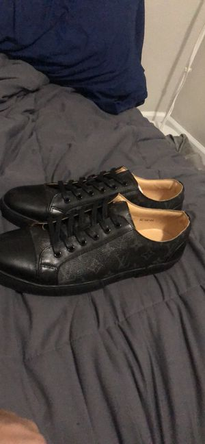 Louis Vuitton sneakers for Sale in Chicago, IL