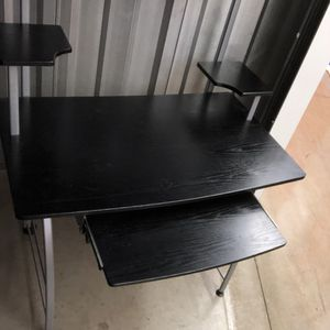A computer desk like new for Sale in Lincoln Park, MI
