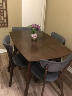 Mid Century Modern Style Wood Dining Table & Chairs for Sale in Vista,  CA