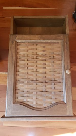 RARE Lonaberger small hanging shelf for Sale in Johnson City, TN