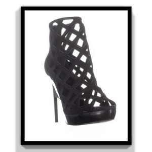 Burberry Laser Cut Ankle Bootie Sandals,Black, 9 US / 39 EU for Sale in Los Angeles, CA