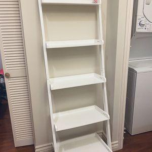 White Bookshelf / Bookcase for Sale in Los Angeles, CA