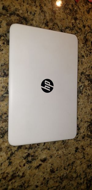 SELLING A HP LAPTOP (COMES WITH THE CHARGER) (MAKE A OFFER) for Sale in Perris, CA