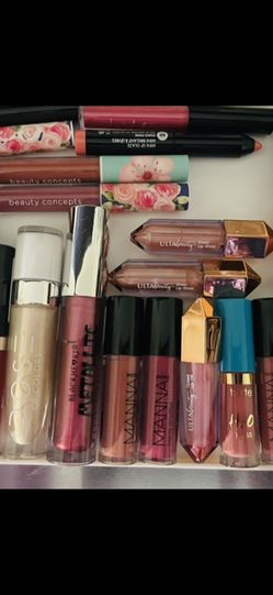 27 New! Lipgloss Bundle (MAKE ME AN OFFER ) for Sale in Santa Ana,  CA