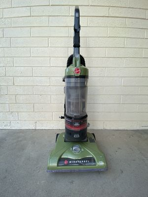 Hoover T-Series WindTunnel Rewind Plus Bagless Corded Upright Vacuum for Sale in San Diego, CA
