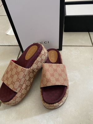 Gucci GG SLIDE SANDAL SIZE 7 for Sale in Los Angeles, CA