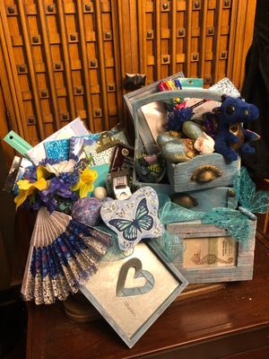 DRP-Thoughtful blue gift basket for her for Sale in Colorado Springs, CO