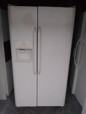 Fridge in working conditions delivery available for Sale in Long Beach, CA