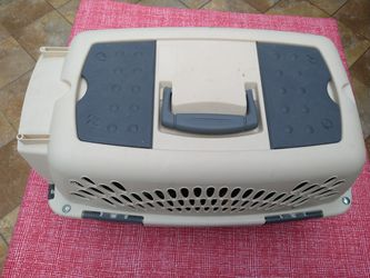 Pet Carrier. for Sale in Valrico,  FL