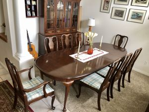 Beautiful Queen Anne Dining Table & 8 Chairs for Sale in Draper, UT