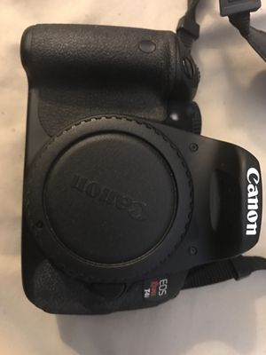 Canon T4i w/ lense, flash, and battery pack for Sale in Kettering, MD