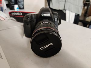 Canon EOS 6D 20.2 MP SLR Digital Camera with Canon 24-105mm lens for Sale in Dallas, TX